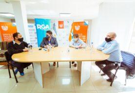 Melella y Pérez firmaron un convenio para la instalación de una pista sintética de atletismo en Río Grande