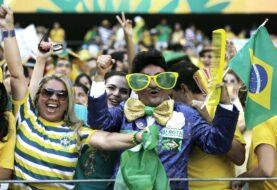 Brasil habilitó un partido de fútbol con público