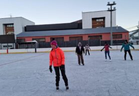 La Municipalidad de Ushuaia brinda una capacitación en patín sobre hielo destinada a profesores e instructores