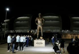 Messi inauguró la estatua de Maradona